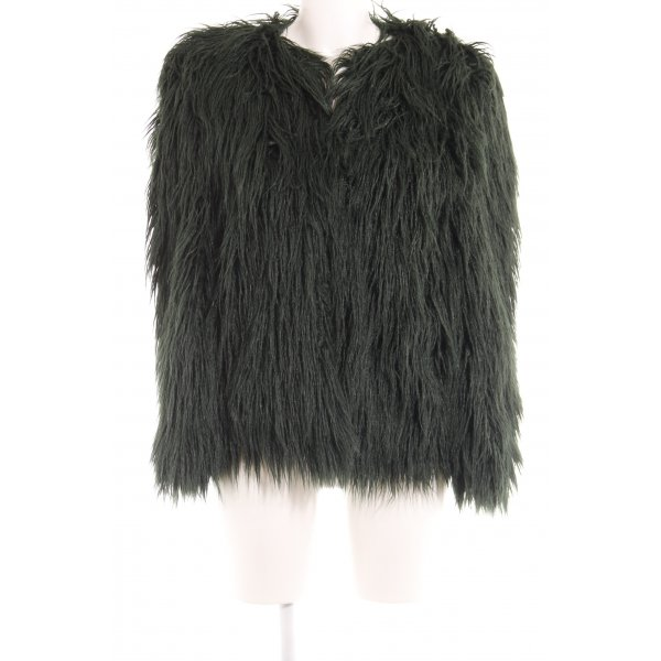 Zara Woman Kunstfelljacke waldgrün-schwarz Street-Fashion-Look